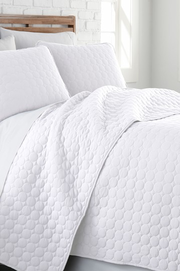 Ultra-Soft Oversized Quilt Set - White, Full/Queen SOUTHSHORE FINE LINENS